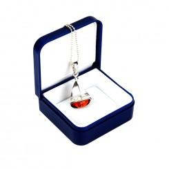 Srebrny wisiorek z łańcuszkiem 45 cm - Mała Łódka z bursztynem
